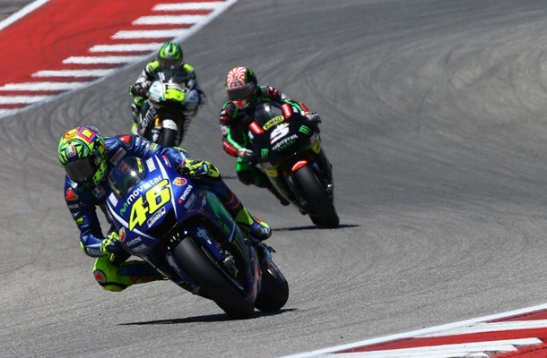 Valentino Rossi (depan) dan Johann Zarco (tengah) - Crash