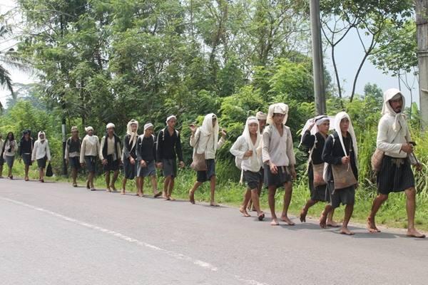 Suku Badui Dalam berjalan kaki sepanjang 40 km ke Serang untuk rayakan Seba - Istimewa
