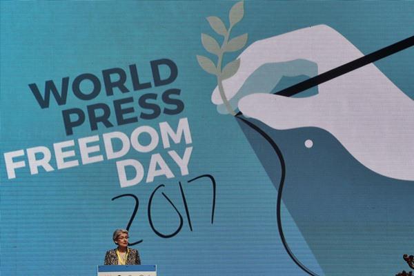 Director-General UNESCO Irina Bokova saat memberikan sambutan pada pembukaan World Press Freedom Day (WPFD) 2017 di Jakarta Convention Center, Jakarta, Rabu (3/5). WPFD yang diikuti sekitar 1.300 jurnalis dalam dan luar negeri itu dalam rangka memperingati hari kebebasan pers dunia. Foto: Antara - Akbar Nugroho Gumay