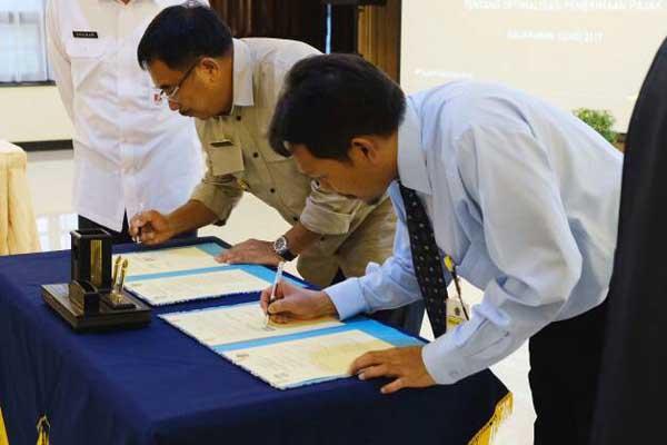 Penandatangan MOU Optimalisasi Penerimaan PAD antara Pemkot Balikpapan dan Kanwil DJP Kaltimra, Rabu (3/5) - Bisnis.com