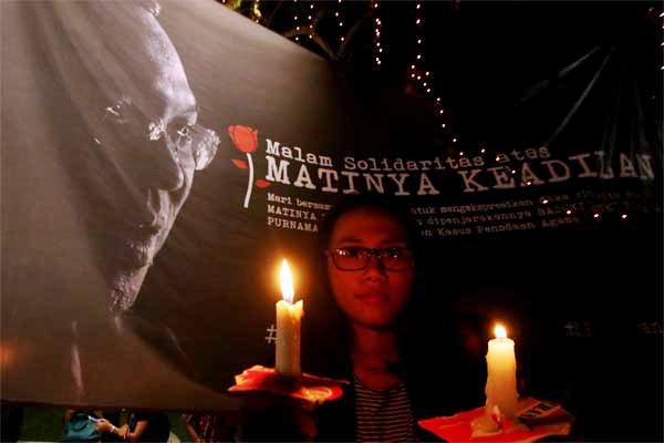 Simpatisan mengikuti aksi damai sebagai bentuk dukungan serta simpati untuk Ahok, di Tugu Proklamasi, Jakarta, Rabu (10/5). - Antara/Rivan Awal Lingga