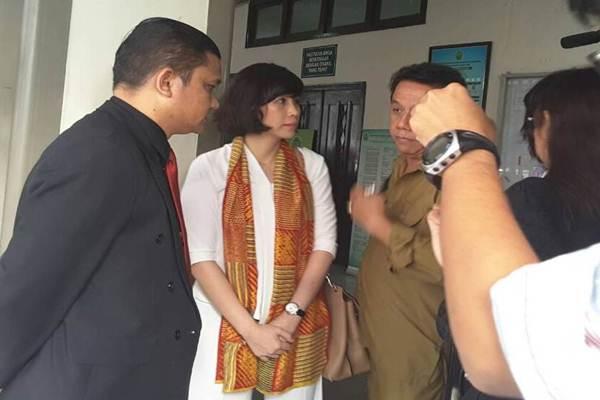 Istri Basuki Tjahaja Purnama, Veronica Tan (tengah). - Istimewa
