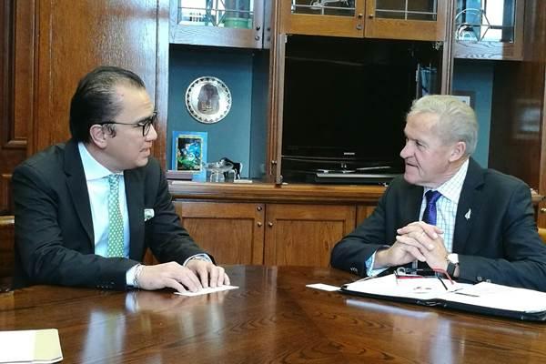 Dubes Tantowi Yahya saat berbincang dengan Ketua Parlemen Selandia Baru David Carter. - Istimewa