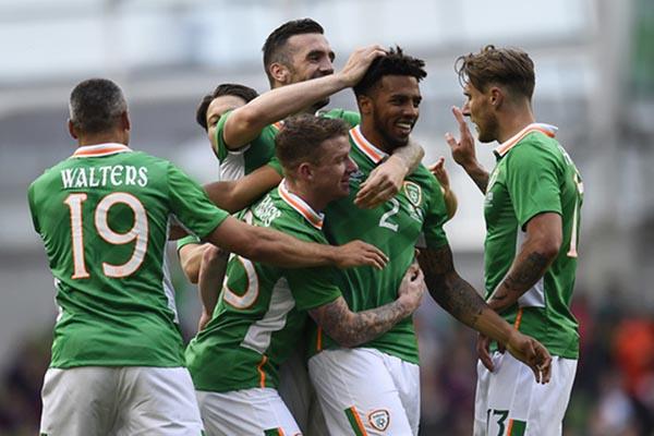 Para pemain Republik Irlandia merayakan gol ke gawang Uruguay - Reuters/Clodagh Kilcoyne