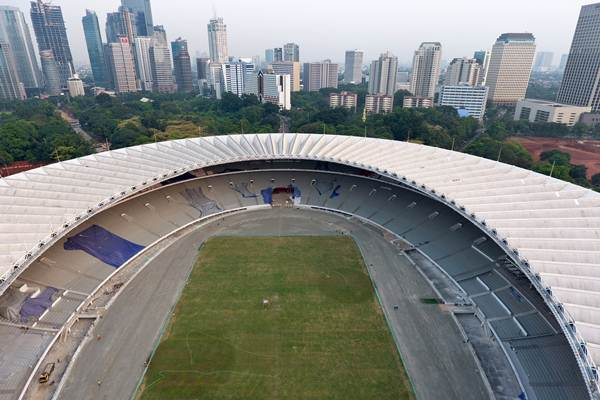 Foto aerial suasana pembangunan Stadion Utama Gelora Bung Karno di Senayan, Jakarta, Selasa (23/5). Kementerian PUPR menargetkan pembangunan infrastruktur dan rehabilitasi kawasan Gelora Bung Karno dapat selesai pada Oktober 2017 dengan tetap memperhatikan kualitas. ANTARA FOTO - Wahyu Putro