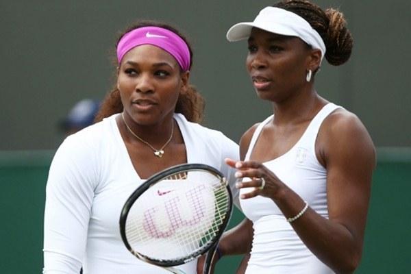 Serena dan Venus Williams (kanan) - blacksportsonline.com