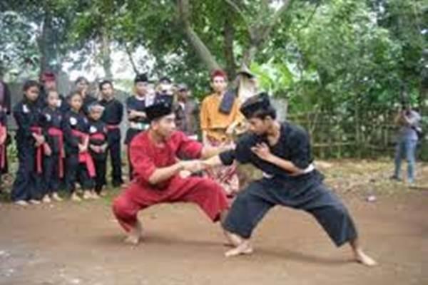 Ilustrasi: Dua pesilat sedang memainkan jurus - Istimewa
