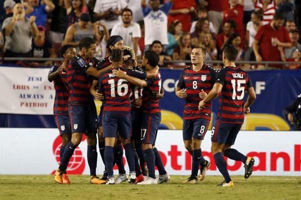 Para pemain Timnas Amerika Serikat merayakan gol pertama ke gawang Martinique. - USA Today