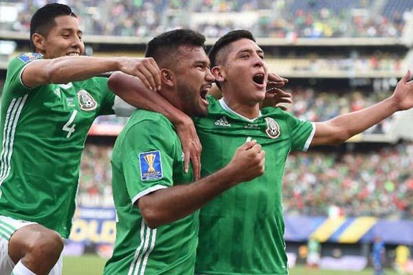 Para pemain Meksiko bersuka cita selepas menjebol gawang Curacao - ESPN