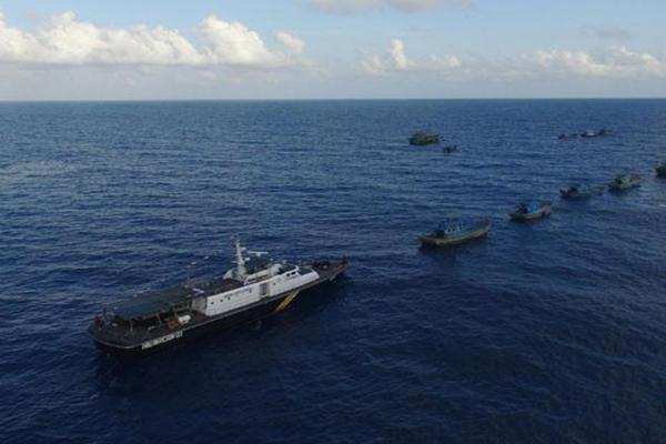 Sejumlah kapal asing yang tertangkap pihak berwenang menjelang ditenggelamkan di perairan Natuna, Kepulauan Riau. - Antara