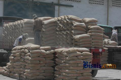 Ilustrasi pasokan semen - Bisnis.com