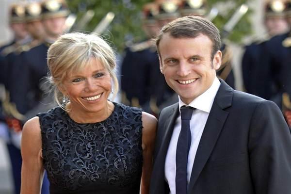Presiden Prancis terpilih Emmanuel Macron bdan istrinya Brigitte Trogneux - Istimewa