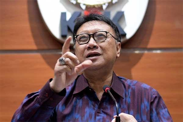Mendagri Tjahjo Kumolo memberikan keterangan pers usai rapat di Gedung KPK, Jakarta, Jumat (26/5). - Antara/Sigid Kurniawan