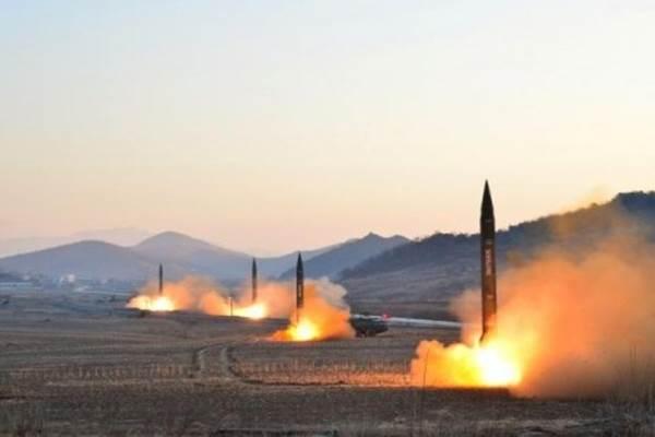 Rudal Hwasong-10 Korea Utara. - Reuters