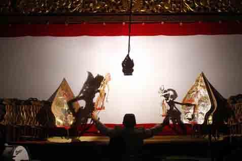 Wayang kulit menjadi salah satu sarana menyampaikan nilai-nilai budaya lokal. - JIBI