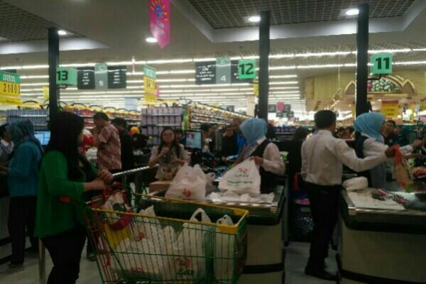 Lulu Hypermarket dan departement store di BSD - Mia Chitra Dinisari