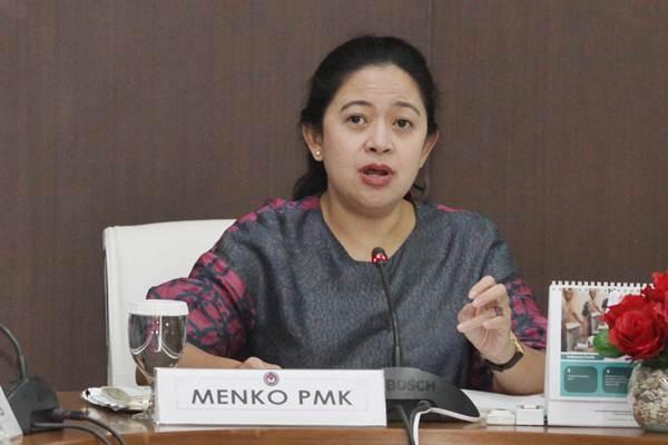Menko PMK Puan Maharani memimpin rapat koordinasi tingkat menteri di Kantor Kementerian PMK, Jakarta, Senin (24/7). - ANTARA/Reno Esnir