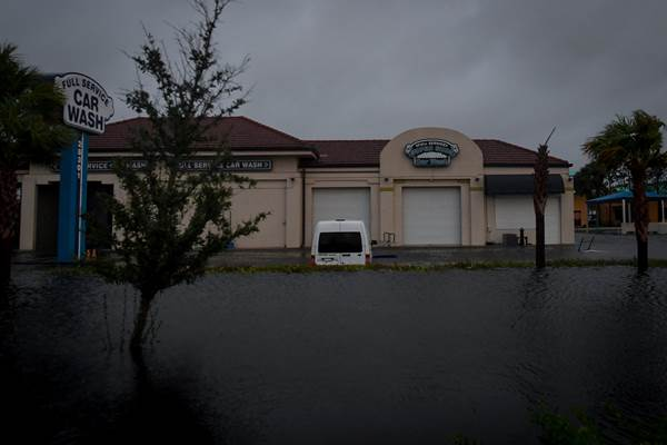 Rumah terendam akibat Badai Irma yang melanda Florida Amerika Serikat. - Reuters
