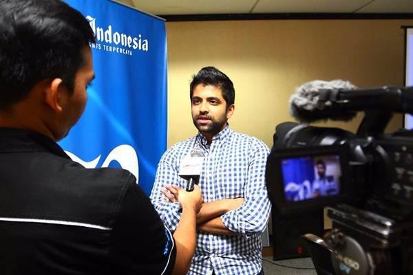 CEO & Co Founder PT Brilio Ventura Indonesia (Brilio.net) Joe Wadakethalakal menjawab pertanyaan tim Bisnis TV saat berkunjung ke Wisma Bisnis Indonesia, di Jakarta, Rabu (9/8). - JIBI/Dwi Prasetya
