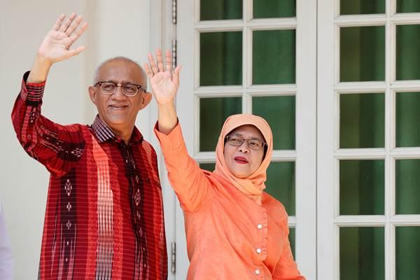 Halimah Yacob (kanan) dan suaminya, Mohammed Abdullah Alhabshee. - REUTERS/Edgar Su