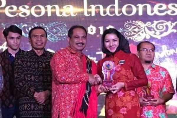 Rita Widyasari menerima penghargaan Anugerah Pesona Indonesia. - Istimewa