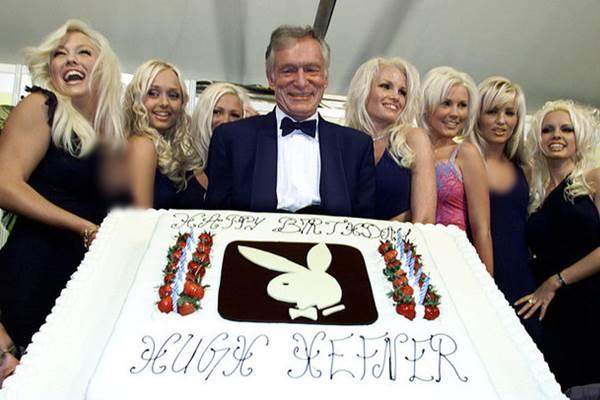Hugh Hefner saat merayakan ulang tahun ke-75, 12 Mei 2001. - Reuters