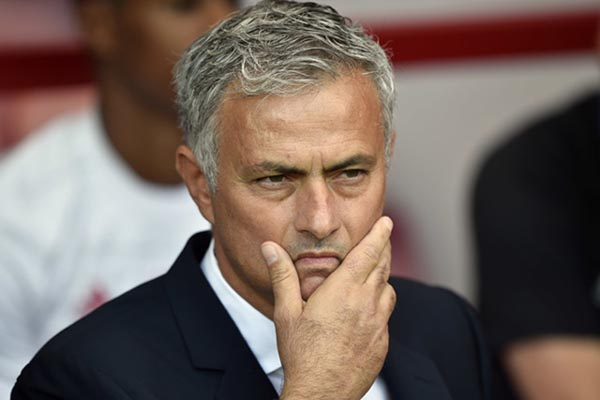 Jose Mourinho, pelatih MU, menjalani laga berat kontra Liverpool. - Reuters/Hannah McKay