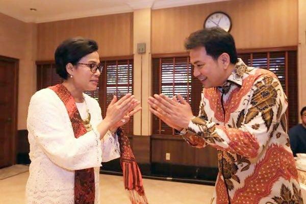Azis Syamsudin sebagai Ketua Badan Anggaran (Banggar) DPR saat mengunjungi Menteri Keuangan Sri Mulyani pada open house di rumah dinas Menteri Keuangan di Jl. Widya Chandra I, Jakarta, Minggu (25/6). - JIBI/Nurul Hidayat