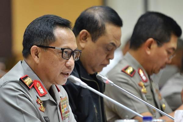 Kapolri Jendral Pol Tito Karnavian mengikuti rapat dengar pendapat umum (RDPU) dengan Komisi III DPR di Kompleks Parlemen, Senayan, Jakarta, Rabu (12/10). - ANTARA/Wahyu Putro A