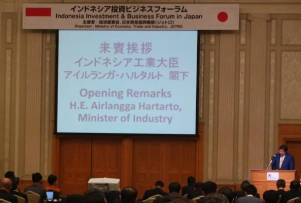 Menteri Perindustrian Airlangga Hartarto memberikan sambutan dalam Indonesia Investment Business Forum di Nagoya, Prefektur Aichi, Jepang pada Kamis (19/10) - Ana Noviani