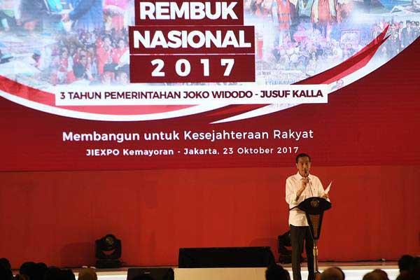 Presiden Joko Widodo menyampaikan pengarahan dalam Rembuk Nasional 2017 di JIExpo, Kemayoran, Jakarta, Senin (23/10). - ANTARA/Sigid Kurniawan