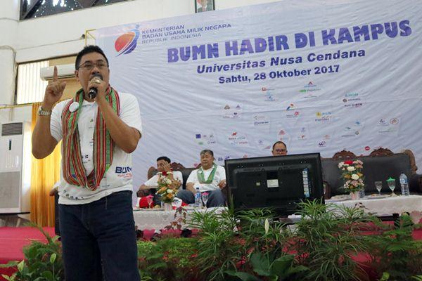 Dirut PT Surveyor Indonesia (Persero) M. Arif Zainuddin sedang menyampaikan kuliah umum di Kampus Universitas Nusa Cendana, Kupang, Sabtu (28/10/2017)/Bisnis - Ema Sukarelawanto