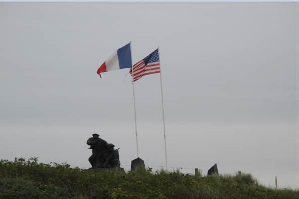 Monumen mengenang jasa pahlawan yang melakukan operasi militer di Pantai Utah. - .Bisnis/Linda T. Silitonga