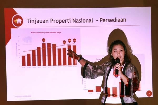 Head of Marketing Rumah.com Ike N. Hamdan, memberikan paparan pada Property Market Outlook 2018 di Jakarta, Kamis (19/10). - JIBI/Dwi Prasetya