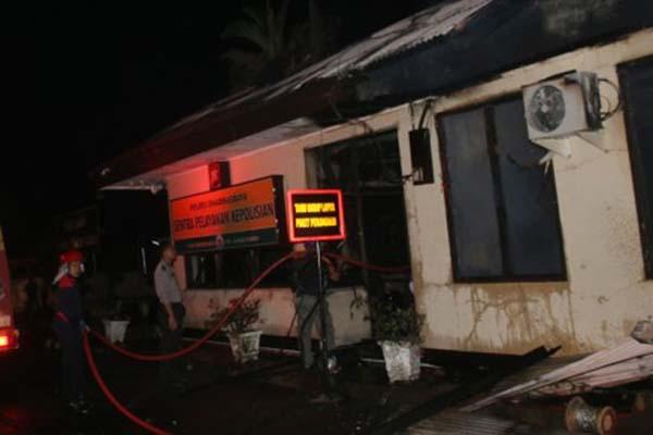 Polres Dharmasraya, Sumatra Barat, yang menjadi sasaran pembakaran EFN dan ES. - Antara/Eko Pangestu