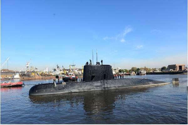 Kapal selam ARA San Juan dan awaknya saat akan meninggalkan pelabuhan Buenos Aires, Argentina 2 Juni 2014. - Armada Argentina/Reuters