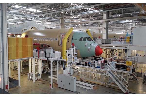 Perakitan pesawat jenis Airbus 350xwb di Toulouse, Prancis - Bisnis/Reni Efita Hendry
