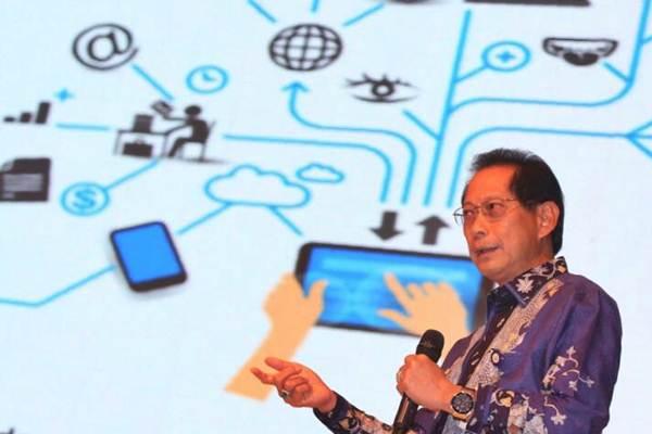 Dirut BCA Jahja Setiaatmadja menyampaikan materi saat talkshow dalam acara Indonesia Banking Expo 2017 di Jakarta, Selasa (19 - 9).