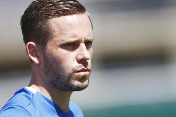 Gylfi Sigurdsson, gelandang Timnas Islandia yang merumput bersama Everton. - Reuters/Denis Balibouse
