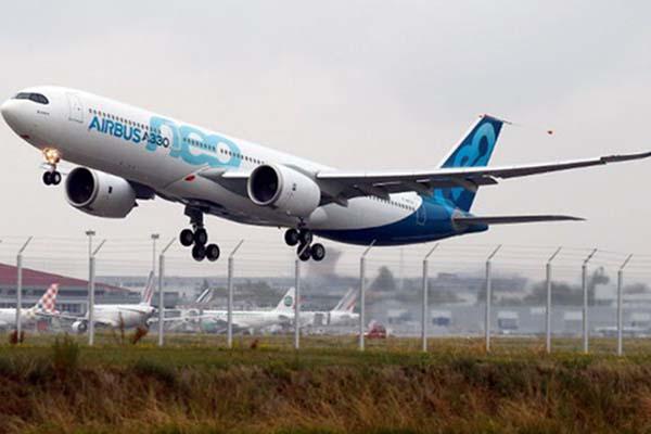 Pesawat Airbus A330neo - Reuters/Regis Duvignau