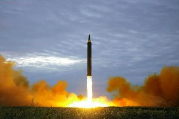 Rudal balistik Korea Utara - reuters