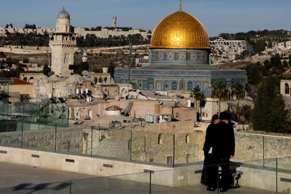 Suasana di Dome of the Rock dan Kota Lama Yerusalem pada 4 December  2017. - REUTERS/Ronen Zvulun