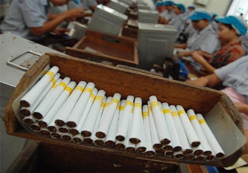 Ilustrasi - Aktivitas di sebuah pabrik rokok. - Bisnis