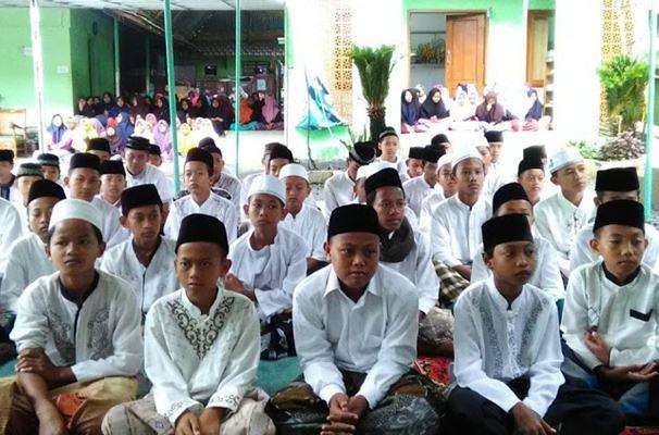 Sejumlah santri Pondok Pesantren Darusy Syifa Al Islami, Ploso Jati, Kudus, Jawa Tengah. Ilustrasi - JIBI/Nurudin Abdullah