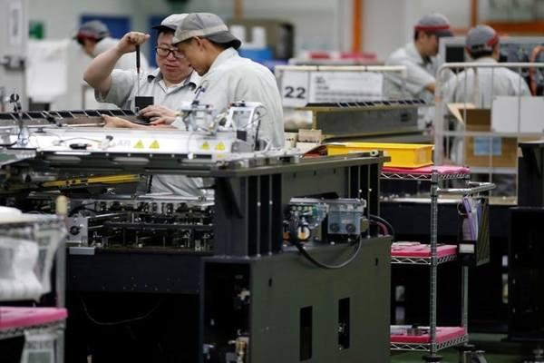Suasana di salah satu manufaktur yang ada di Singapura. - .Reuters