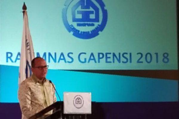 Ketua Umum Kamar Dagang dan Industri (Kadin) Indonesia Rosan P. Roeslani berbicara dalam Rapat Pimpinan Nasional (Rapimnas) Gabungan Pelaksana Konstruksi Nasional Indonesia (Gapensi) yang digelar di Jakarta, Senin (15/1 - 2018).