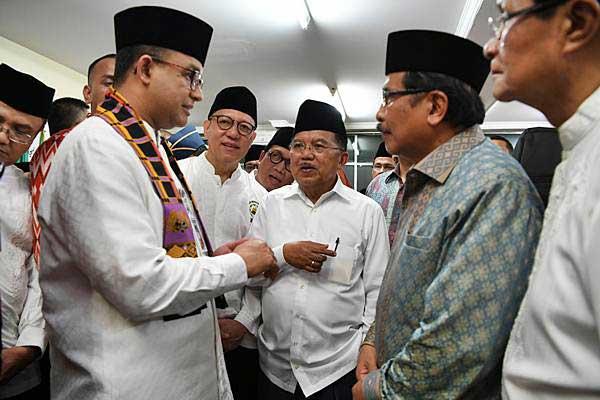 Gubernur DKI Jakarta Anies Baswedan (kiri)  - ANTARA FOTO/HO