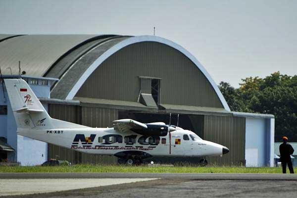 Pesawat Nurtanio melakukan uji coba terbang usai Pemberian Nama Pesawat N219 di Base Ops, Lanud Halim Perdanakusuma, Jakarta, Jumat (10/11). - ANTARA/Rosa Panggabean