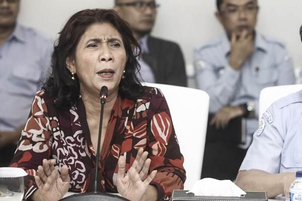 Menteri Kelautan dan Perikanan Susi Pudjiastuti memberikan keterangan kepada media tentang Refleksi 2017 dan Outlook 2018 Program Strategis KKP di kantor KKP, Jakarta, Kamis (11/1). - ANTARA/Muhammad Adimaja