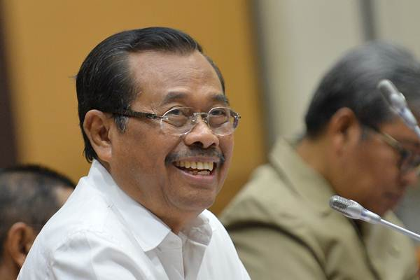 Jaksa Agung Prasetyo mengikuti rapat kerja dengan Komisi III DPR di Kompleks Parlemen Senayan, Jakarta, Rabu (11/10). - ANTARA/Wahyu Putro A